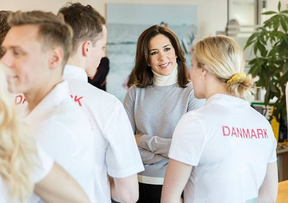 Crown Princess Mary visited national team's swimmers who will compete in 2017 Course Swimming Championships