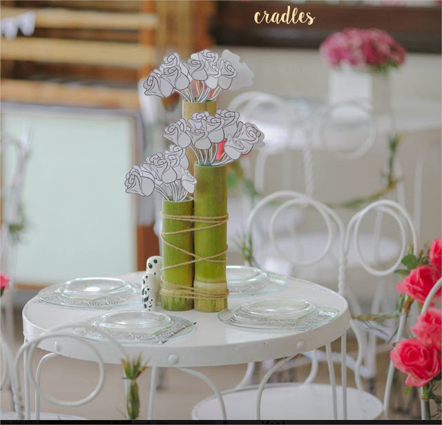 Flores de papel para decorar mesa de festa - blog Achados de Decoração