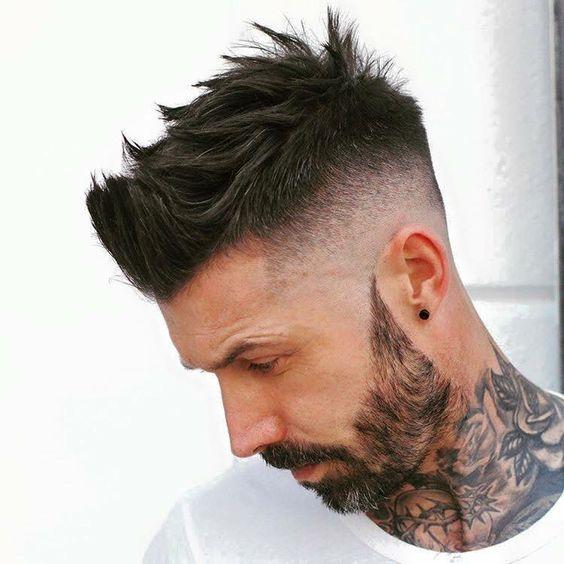 Taglio capelli rasati ai lati