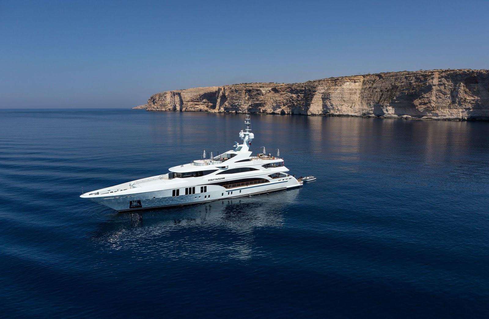 Barcos y yates de lujo en Ibiza