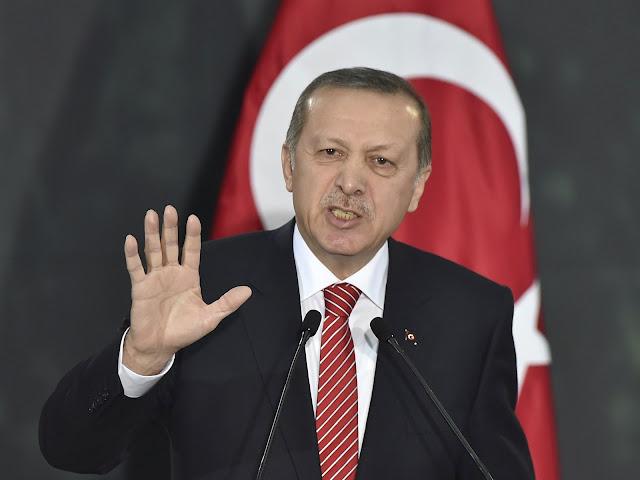 """Ερντογάν: """"Η Τουρκία δεν θα σταματήσει να βομβαρδίζει τους Κούρδους της Συρίας"""""""