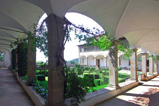 Cloister of Old Convent for sale near Florence Italy, image via Romolini, as seen on linenandlavender.net