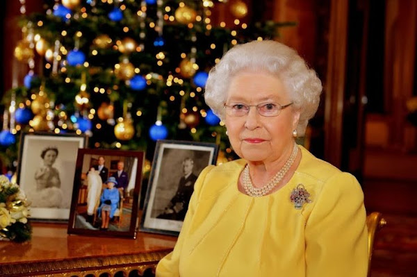 Queen Elizabeth looks back on jubilee year and birth of Prince George, and calls on nation to take time to reflect