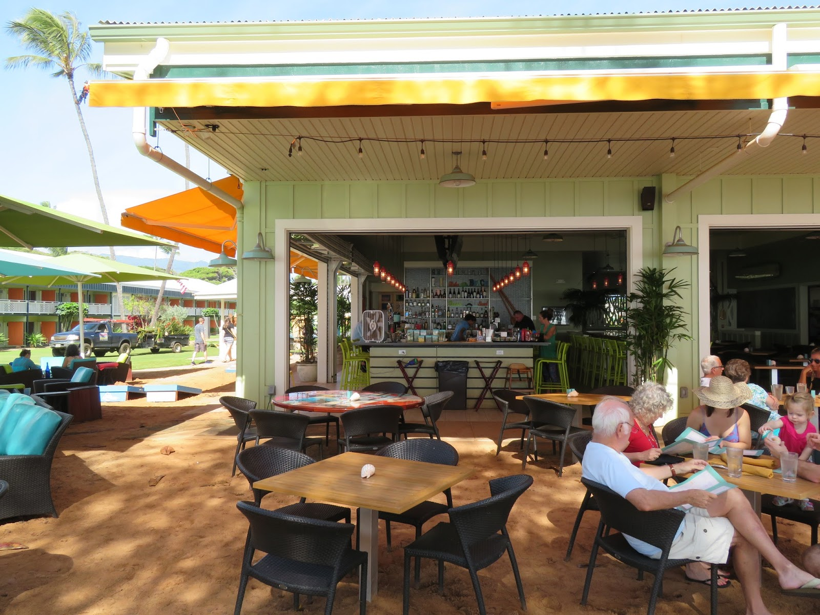 jeeps pubs taverns and bars lava lava beach club kapaa. Black Bedroom Furniture Sets. Home Design Ideas