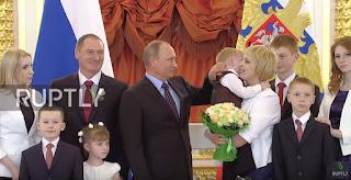 Βράβευση πολυτέκνων οικογενειών στην Ρωσία από τον Βλαντιμίρ Πούτιν.(ΒΙΝΤΕΟ)