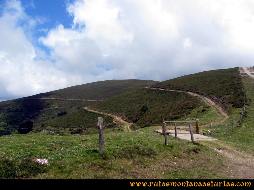 Ruta Llan de Cubel y Cueto: Camino del Llan de Cubel, portilla a atravesar