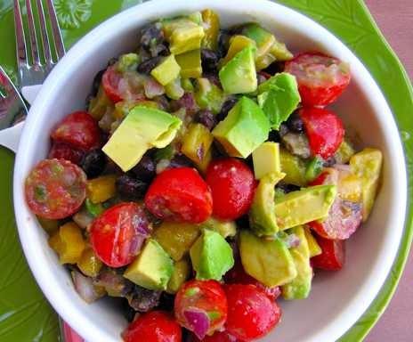 preparare reteta de salata cu cu mandarine avocado si fasole rosie