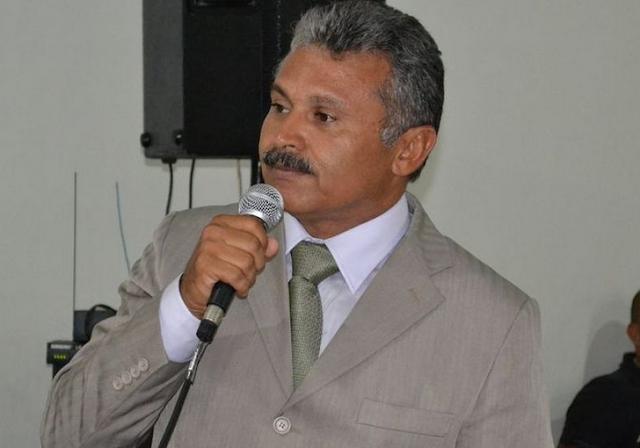 """Em rádio, prefeito de Santana do Ipanema chama Carimbão de """"falso profeta"""" e """"mentiroso"""""""