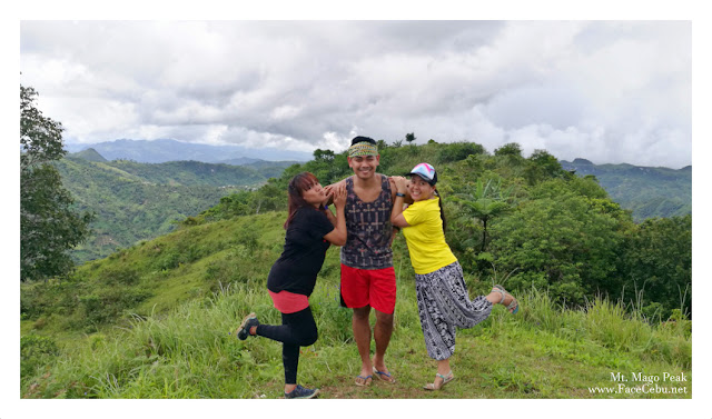 FaceCebu Blogger with his girlfriends! LOL