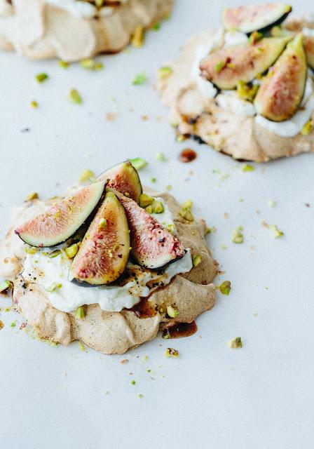 mini pavlovas with figs