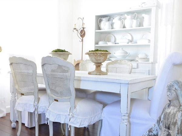 ketika ini lebih condong ke desain minimal dan lebih fokus pada furnitur bergaris ramping d Ruang Makan Modern Klasik yang  Cantik dan Mempesona