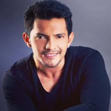Aditya Narayan Family Wife Son Daughter Father Mother Age Height Biography Profile Wedding Photos