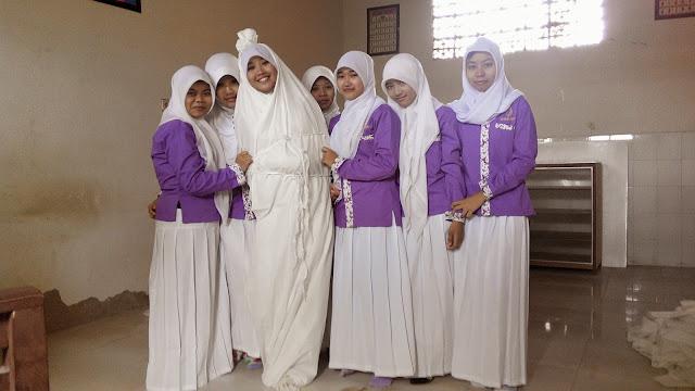 Praktek Mengkafani dan Mensholatkan mayat - Praktek mayat ini merupakan salah satu praktek dari mata pelajaran Pendidikan Agama Islam,