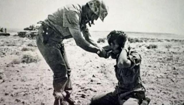 Ο Τούρκος του δίνει το τσιγάρο και μετά τον σκοτώνει! Μια  μικρή ιστορία από την τουρκική εισβολή στην Κύπρο το '74
