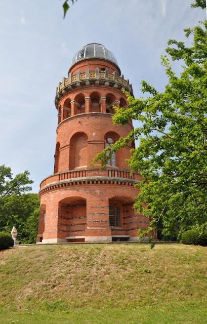 Berrgen auf Rugen - grodzisko wczesnośredniowieczne- tzw. Rugard  - wieża widokowa na grodzisku