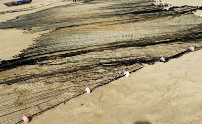 Rede de arrasto. Praia de Itapuã, Vila Velha, ES. Foto Maria Clara Medeiros Santos Neves, 2013.