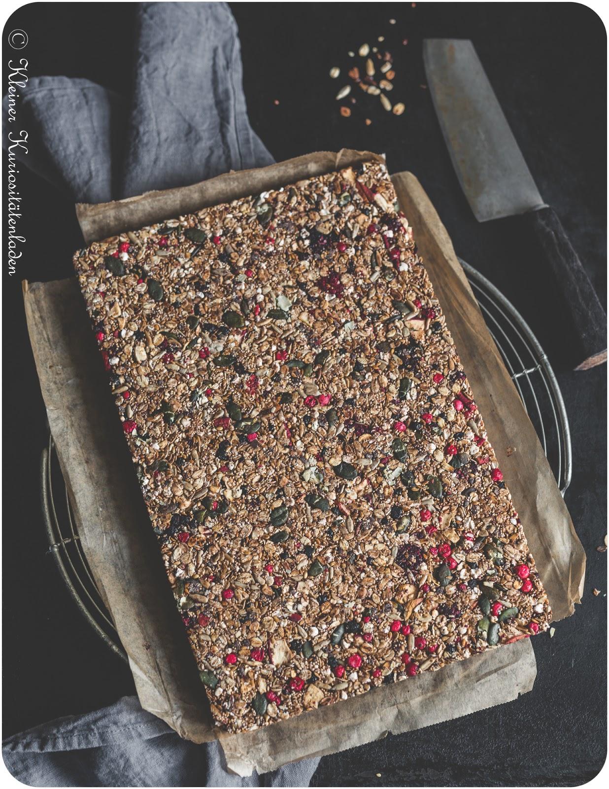 Müsliriegel mit Beeren und Schokolade