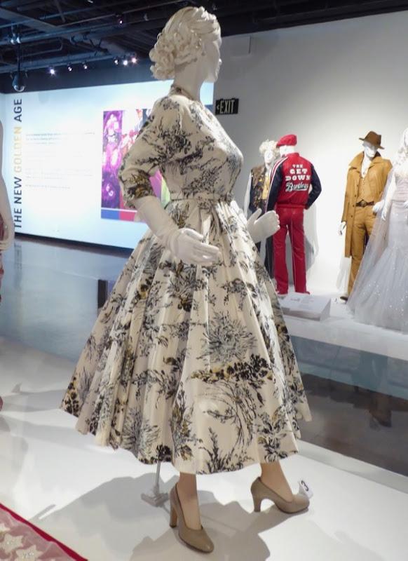 Queen Elizabeth Crown World Tour outfit