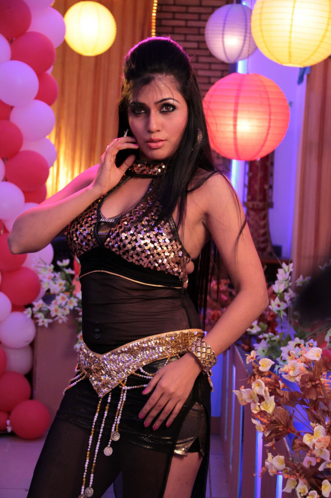 Aarti puri latest hot stills