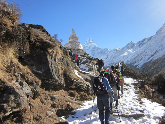 This group of travelers have a wonderful experience of everest base camp trek.