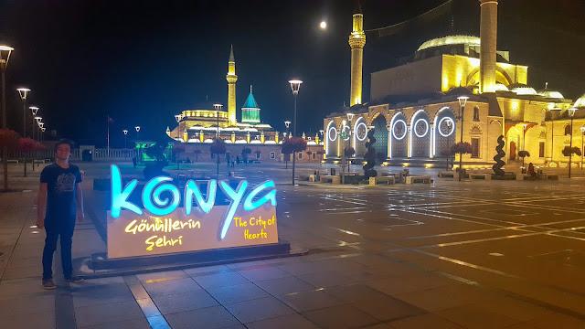 Harun İstenci Konya Şehir Merkezinde Mevlana Türbesi