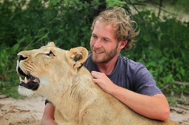 Kisah Persahabatan Singa dengan Manusia
