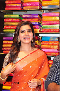 Actress Samantha Pictures in Saree at South India Shoping Mall Launch 0329