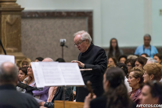 Stephen Cleobury conducting Monteverdi in Madrid with Zenobia Music course