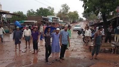 मानसून की पहली बारिश के साथ किसानों के खिले चेहरे रोजदार भी हुए खुश