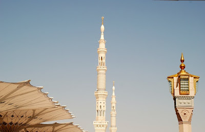 Wanita Shalat di Rumah dengan Masjidil Haram, Mana yang Lebih Utama?