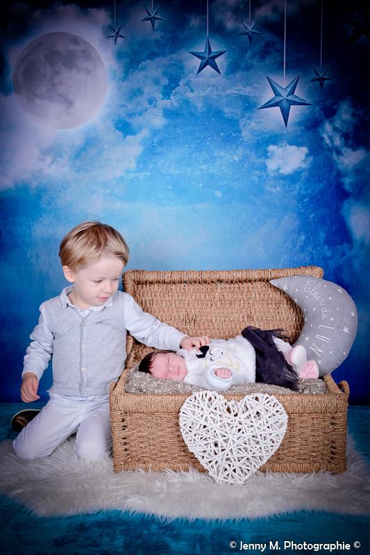 photo bébé avec grand frère déco nuit étoilée
