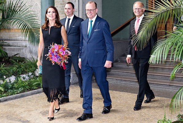Crown Princess Mary carried Prada raso pietre clutch in turchese and she wore Gianvinto Rossi metal mesh pumps
