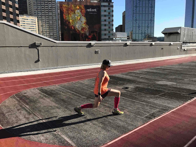 leg day leg exercise workout bodyweight one more rep explosive jumping lunges plyometrics runner