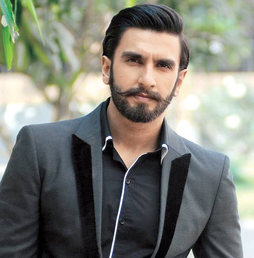 Ranveer Shingh is seen with a thread around his ankle