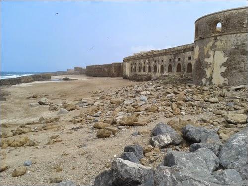 Ruines sur la plage de Salé