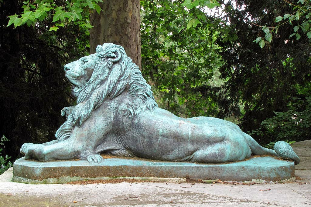 Bronze lion by Alfred Jacquemart, Fontaine aux Lions, Fountain of the Lions, Jardin des Plantes, Paris