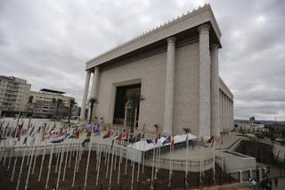 """O replică a Templului lui Solomon, construită de biserica braziliană evanghelică """"Universal Church of the Kingdom of God"""" din Sau Paolo, fotografie de Nacho Doce, Reuters"""
