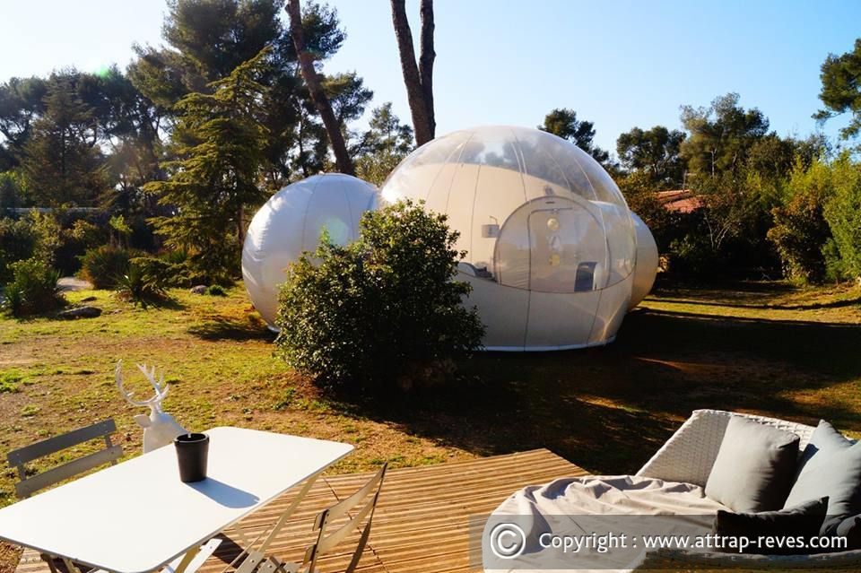 05-Suite-Chic-and-Design-bubble-Attrap-Rêves-Architecture-with-the-5-Bubble-Hotel-Rooms-www-designstack-co