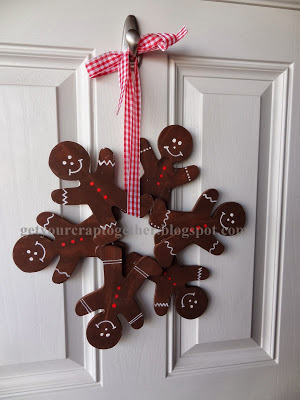 Do you love gingerbread men?  Check out this quick tutorial on how to make a gingerbread man wreath to hang up during the holiday season