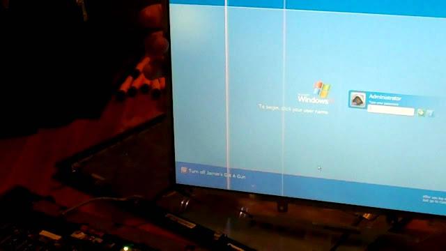 penyebab layar laptop bergaris