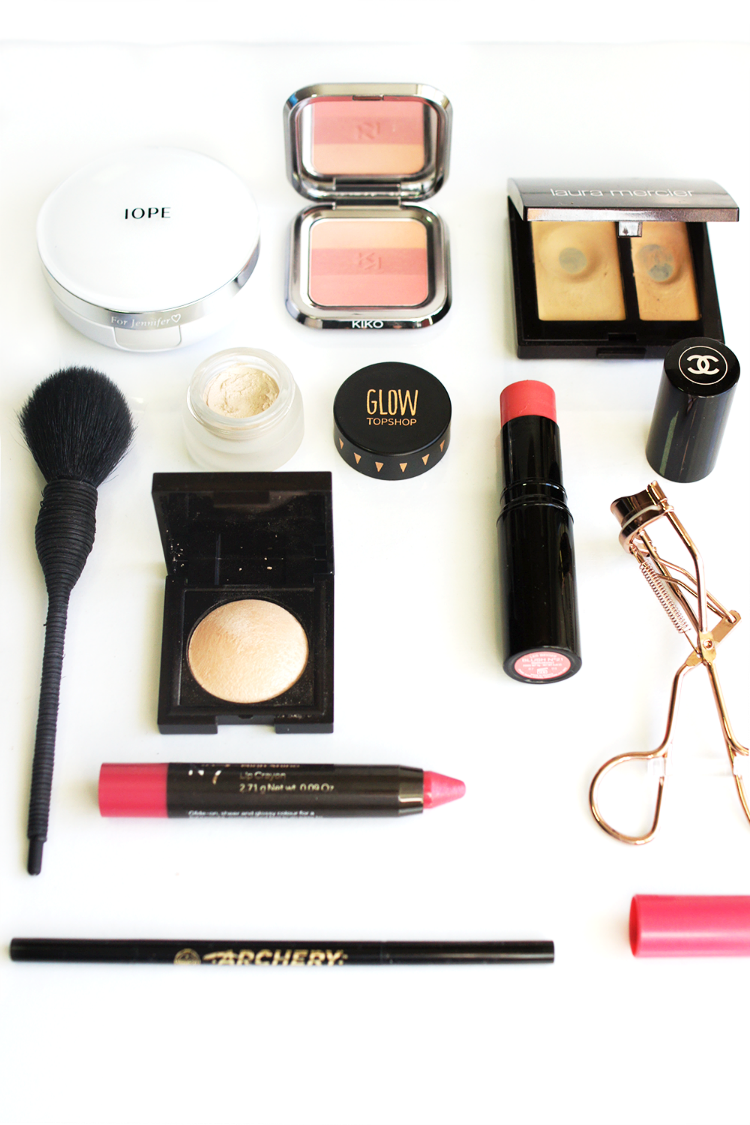 beauty-makeup-flatlay-pretty-pink