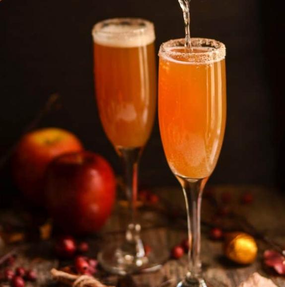 Cinnamon Apple Cider Mimosa #apple #delicious