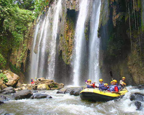 Tinuku Travel Ayung river rafting is most challenging in Ubud and watch beautiful carvings cliff along river