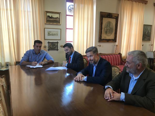 Ο Δήμαρχος Ναυπλιέων Δημήτρης Κωστούρος υπέγραψε τη σύμβαση για την εκβάθυνση του λιμανιού