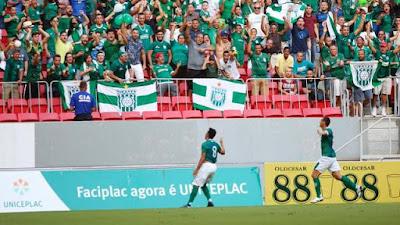 Tarta fez o primeiro gol do Gama na partida (Foto: Anderson Papel/Artimidia Press)