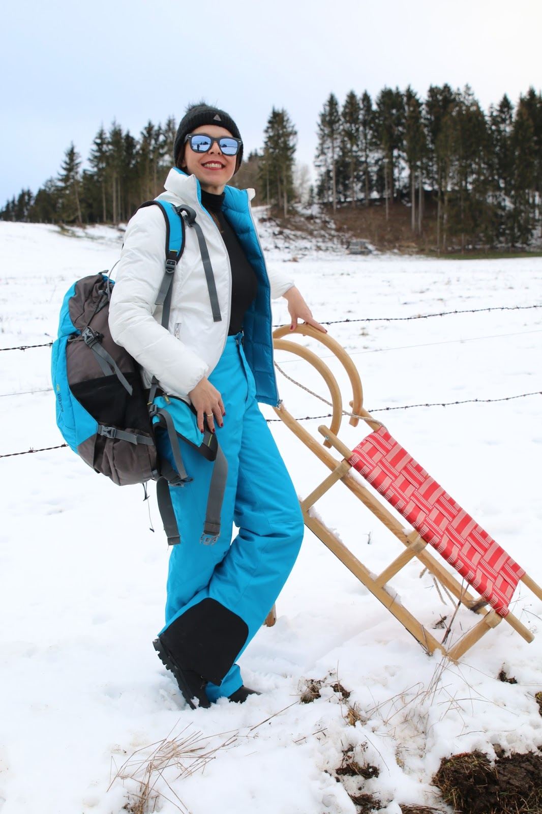 Outfit white Armani jacket, turquoise snow pants, turquoise backpack, Palladium boots