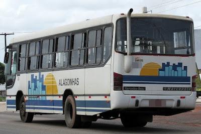ALAGOINHAS: Assaltantes fazem arrastão em ônibus e roubam mais de 10 passageiros