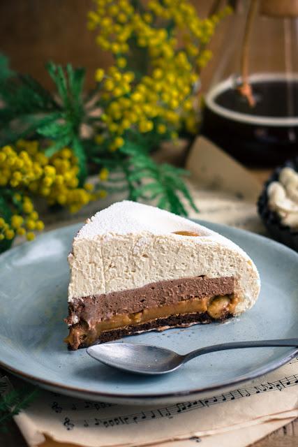 Gâteau ganache montée aux cacahuètes, caramel onctueux et chocolat