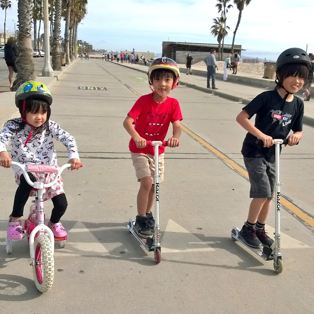 Spring Break at Santa Monica Beach. See more pics at growinguphui.blogspot.com
