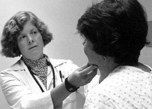 Kanker Tenggorokan - Kenali Penyebab dan Gejalanya Sekarang!